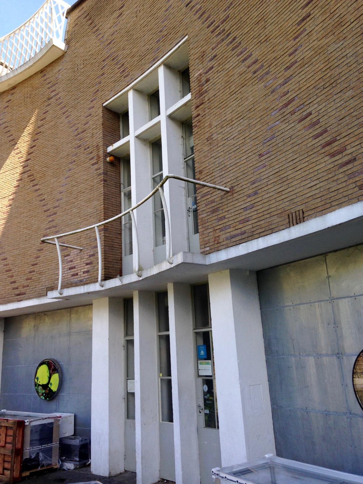 De zand- en zoutbunkers in de oude Haven van Hilversum, ontworpen door Dudok