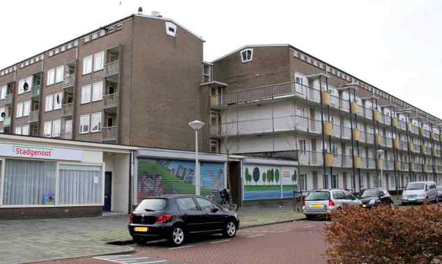 Flagebouwen met woningen en winkels, Geuzenveld, Amsterdam