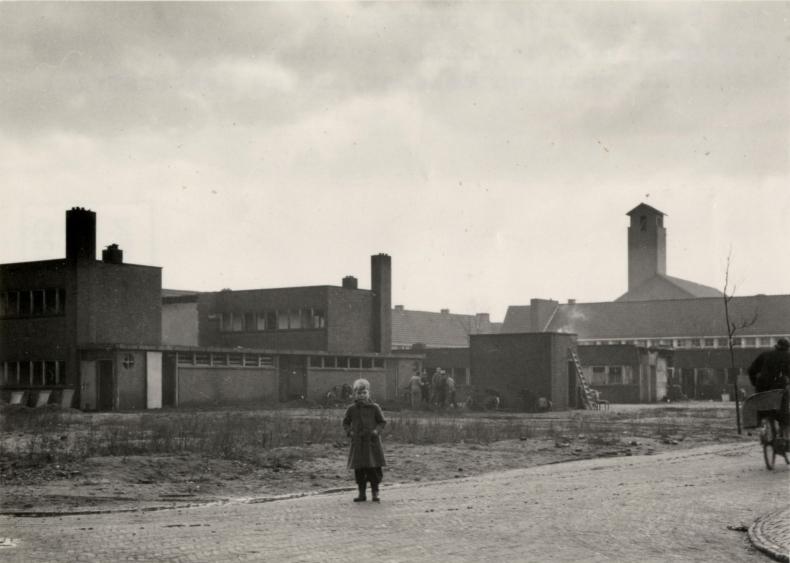 Woningen voor asociale gezinnen aan de Mezenstraat en Eksterstraat. Foto archief www.gooienvechthistorisch.nl