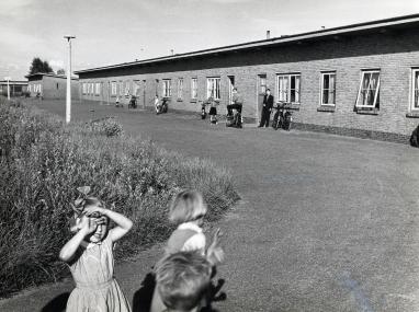 11 woningen voor asociale gezinnen, overgangswoningen ter vervanging van 15e woningsbouwcomplex. Foto archief www.gooienvechthistorisch.nl