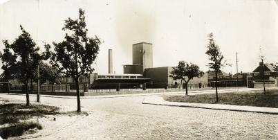 Slachthuis aan het Slachthuisplein. Foto C. A. Deul. Archief Streekarchief Gooi en Vechtstraak Hilversum. www.gooienvechthistorisch.nl