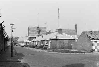 Kievitstraat, recht de IJsvogelstraat en links achteraan het Slachthuisplein. Bron: Streekarchief Gooi- en Vechtstreek Hilversum, www.gooienvechthistorisch.nl