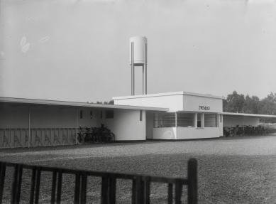 Natuurbad crailoo hilversum 1931 willem marinus dudok architect for Foto in het bad