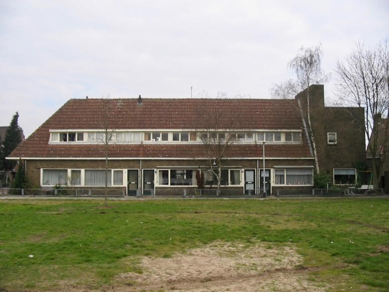Originele woningen aan de Merelweg, Hilversum, deel van het 12e woningbouwcomplex. Gesloopt in 2007. Foto: www.tgooi.info