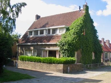 Originele woningen aan de Valkstraat, Hilversum, deel van het 12e woningbouwcomplex. Gesloopt in 2007. Foto: www.tgooi.info