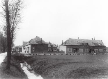 Wijkje met arbeiderswoningen, Leiderdorp. Architecten W. M. Dudok en J.J.P. Oud. Foto: collectie Het Nieuwe Instituut