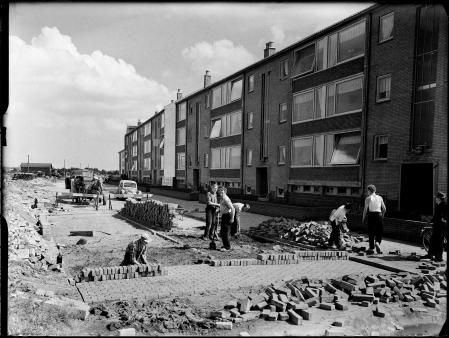 Aanleg van de Jacob van Campenlaan, Hilversum. Onderdeel van het 25e woningbouwcomplex. Foto: archief www.gooienvechthistorisch.nl