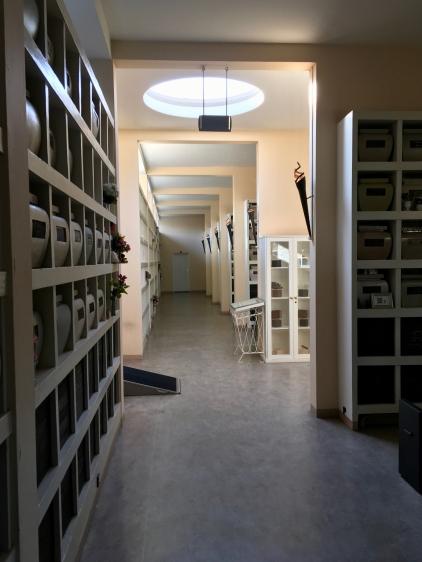 Begraafplaats Westerveld, Driehuis. 3e columnbarium. Ontwerp: W. M. Dudok. Foto Peter Veenendaal