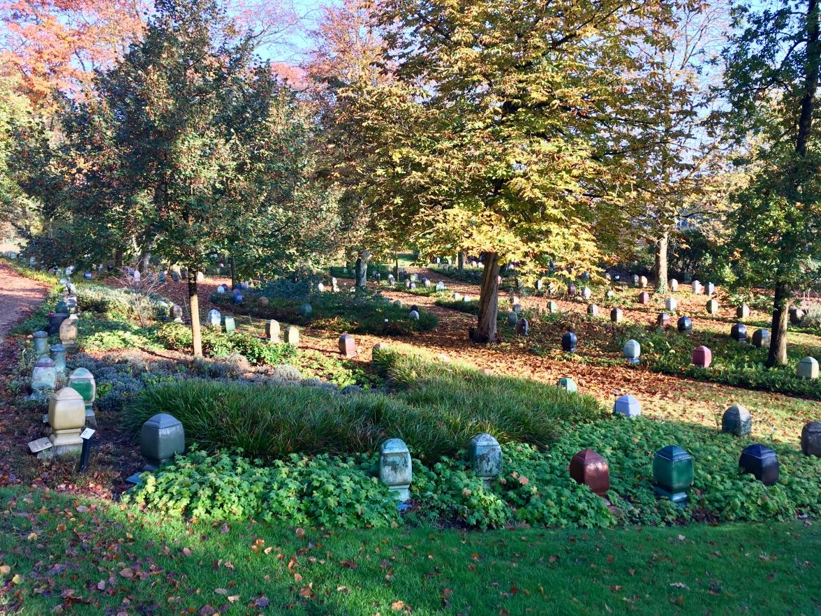 Begraafplaats Westerveld, Driehuis. Urnentuin. Ontwerp: W. M. Dudok. Foto Peter Veenendaal