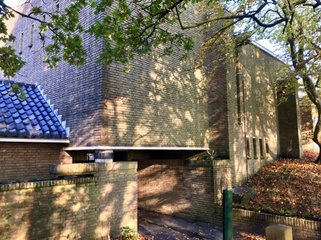Begraafplaats Westerveld, Driehuis. Entree 2e columbarium. Foto Peter Veenendaal