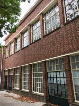 Trompschool, Badhuislaan 10, Hilversum. Oorspronkelijk ontwerp van J. W. Hanrath. In 1921 verbouwd door P. Andriessen en W. M. Dudok. foto Peter Veenendaal