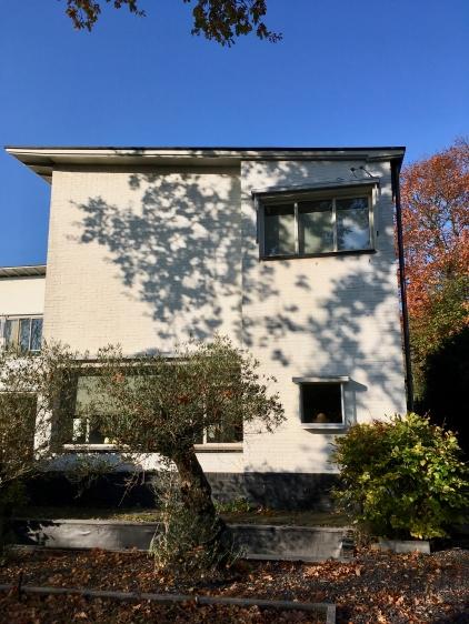Begraafplaats Westerveld, Driehuis. Gebouw met ontvangstruimte, kantoor en directeurswoning. Foto Peter Veenendaal