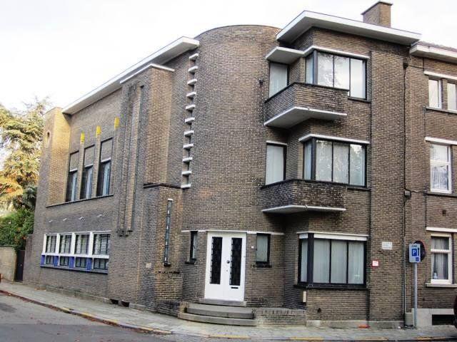 Hoekwoning uit 1933, architect Jules Lippens.