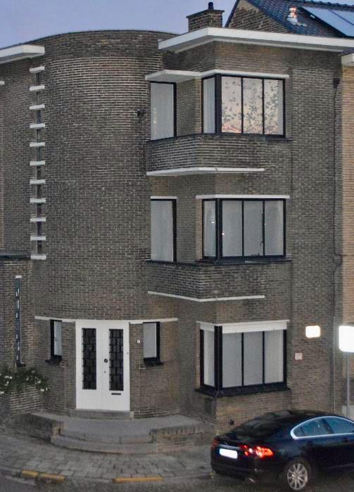 Hoekwoning uit 1933, architect Jules Lippens