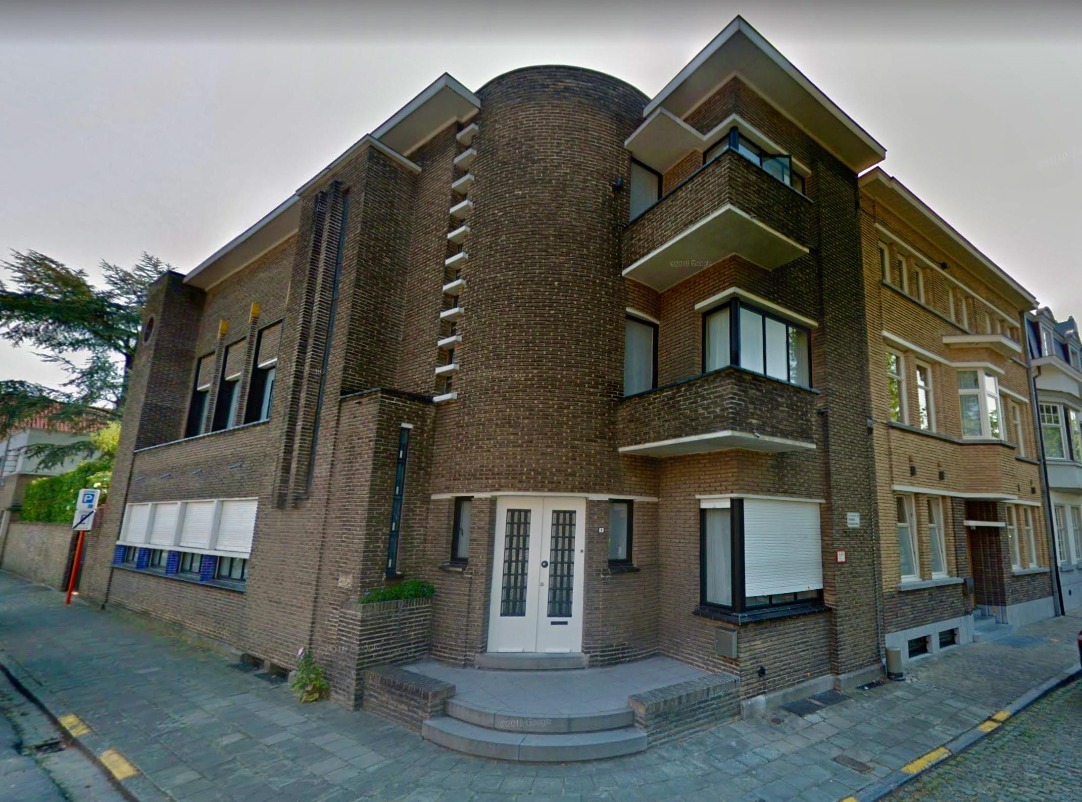 Hoekwoning uit 1933, naar een ontwerp van architect Jules Lippens. Foto: Google Streetview